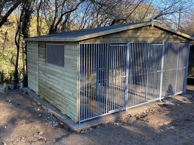 Triple Dog Kennel With Extended Runs